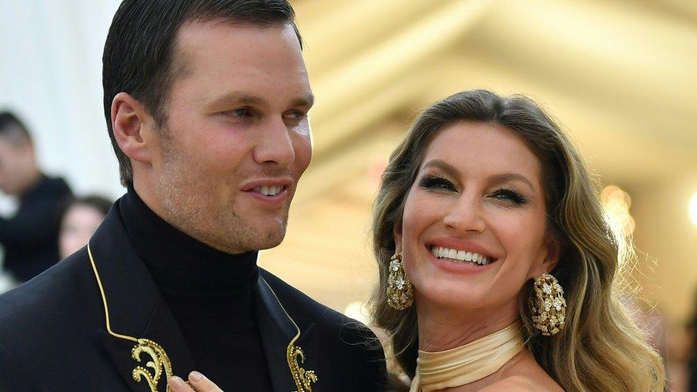 Tom Brady (L) et Gisele Bundchen arrivent pour le Met Gala 2018