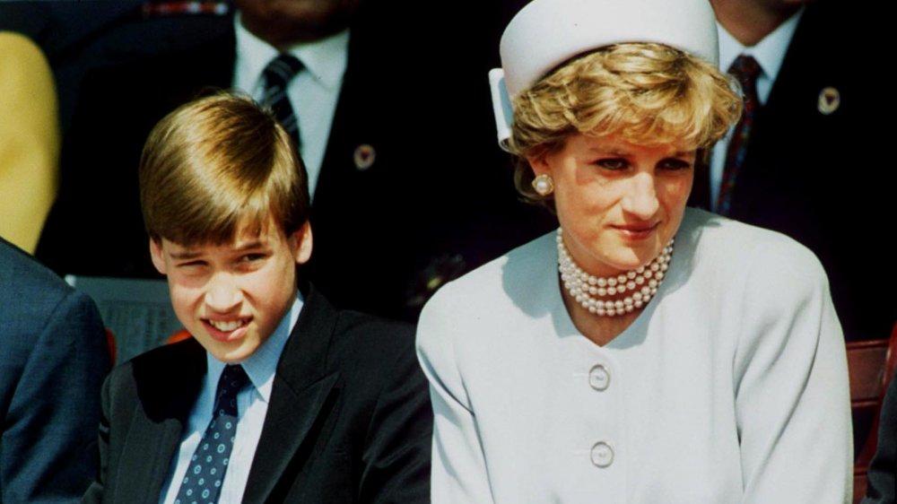 Un jeune prince William avec sa mère la princesse Diana