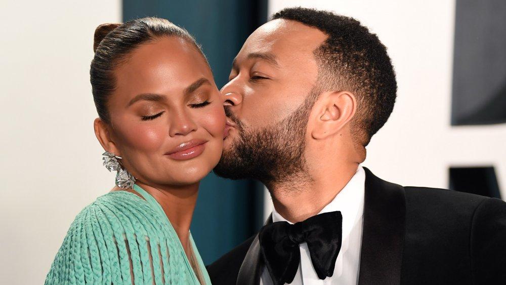 Chrissy Teigen et John Legend assistent à la soirée des Oscars Vanity Fair 2020 organisée par Radhika Jones