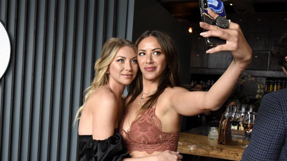 Stassi Schroeder et Kristen Doute prennent un selfie