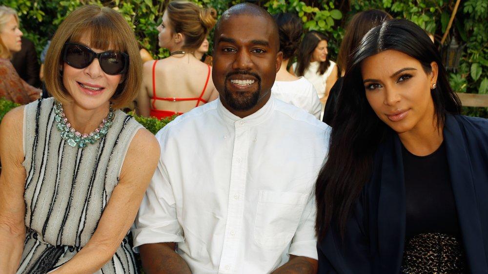 Anna Wintour, Kanye West, Kim Kardashian posant ensemble lors d'un défilé de mode