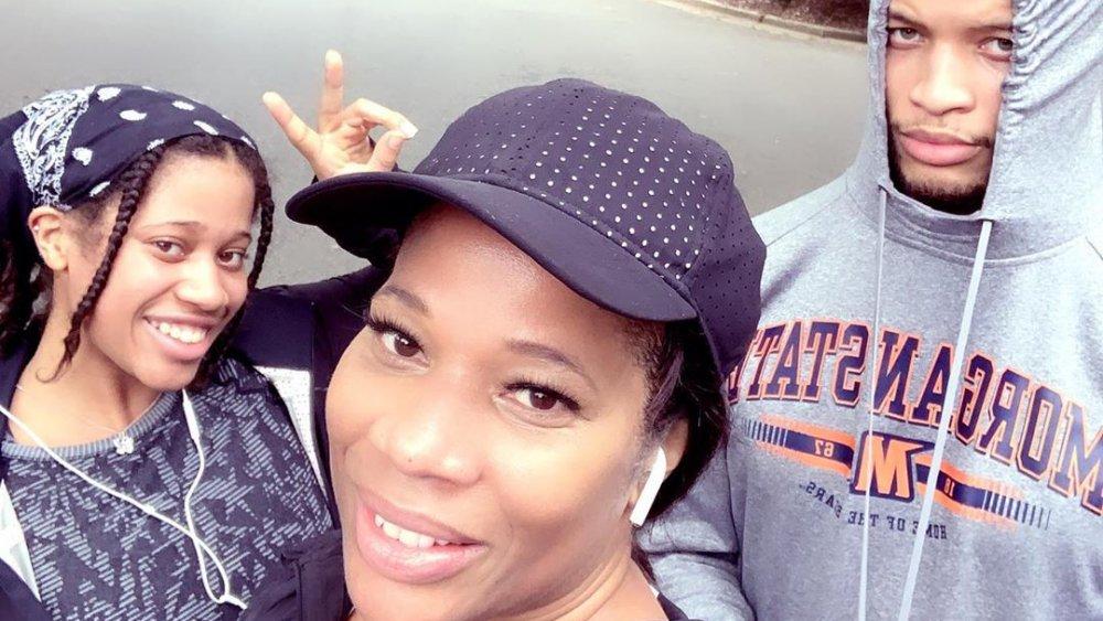Skylar Jordan, Charrisse Jackson-Jordan et Jackson Jordan posant pour un selfie Instagram
