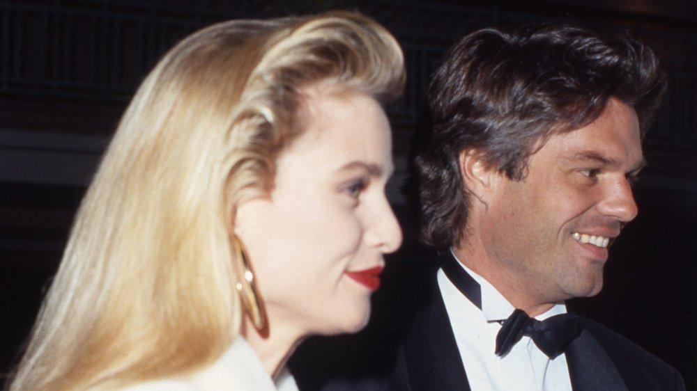 Le couple de célébrités Nicollette Sheridan et Harry Hamlin assistent à un événement en mars 1991