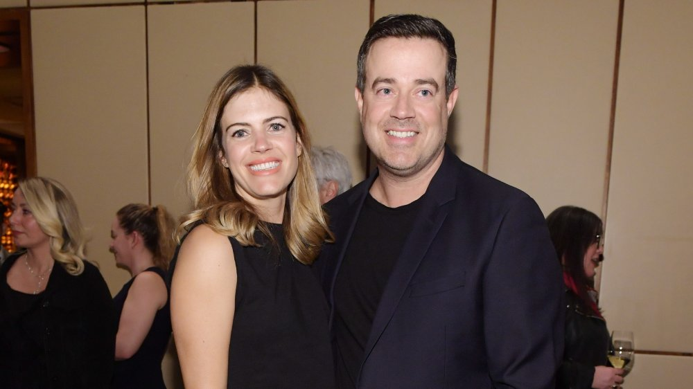Siri Pinter et Carson Daly, tous deux souriants