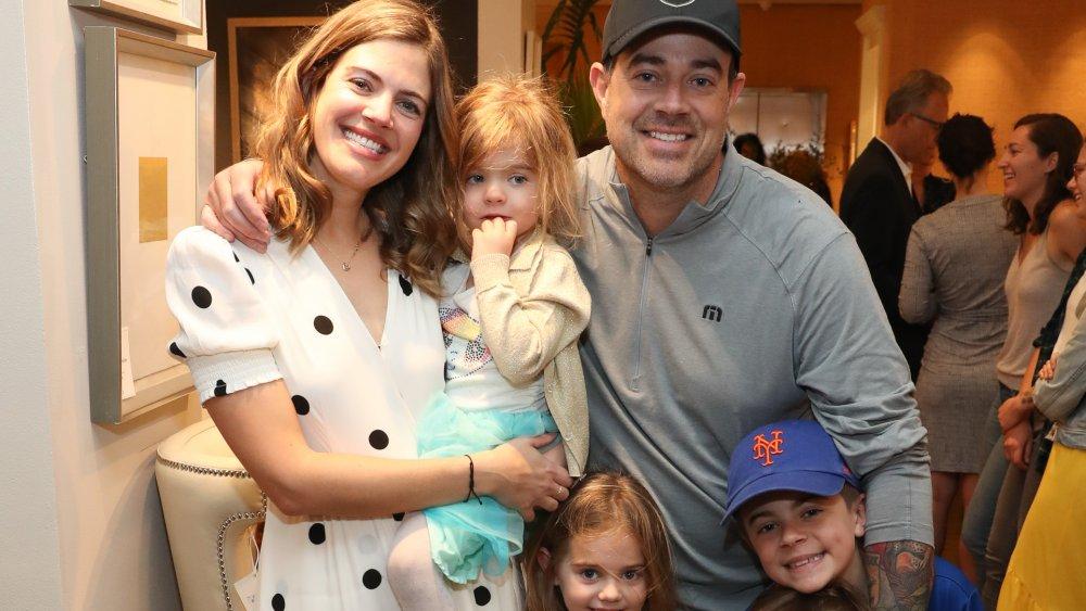 Siri Pinter et Carson Daly avec leur famille, tous souriants