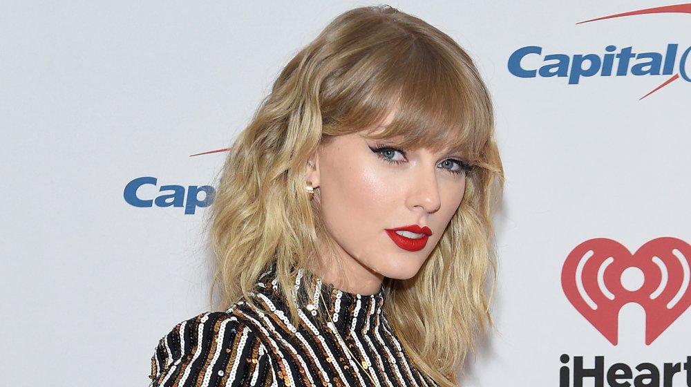 Taylor Swift pose dans les coulisses du Z100 Jingle Ball 2019 d'iHeartRadio présenté par Capital One