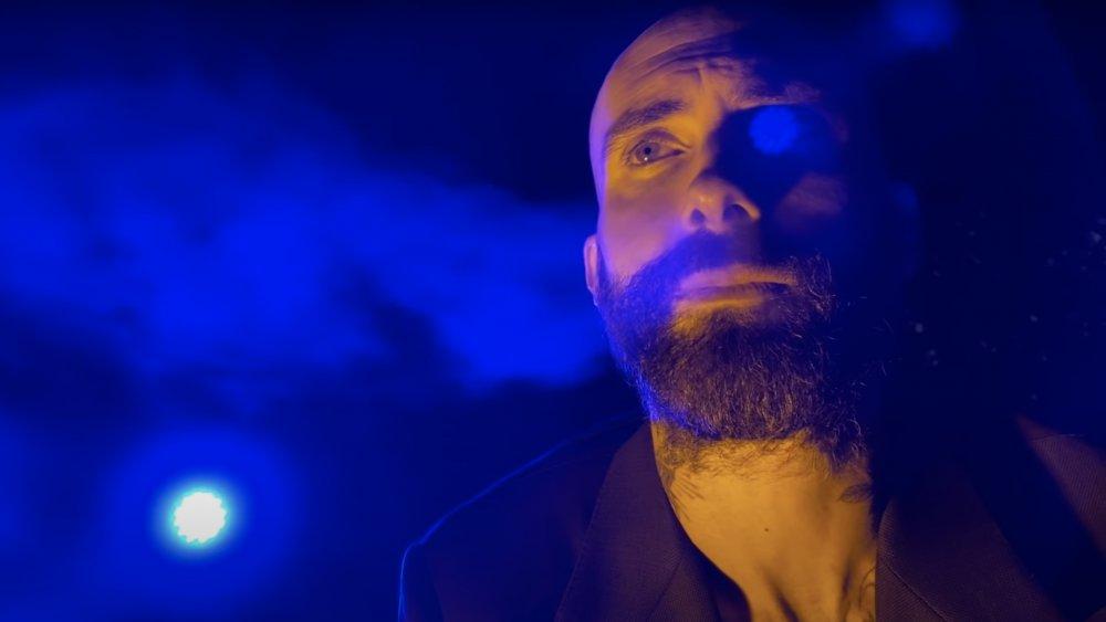 Adam Levine dans la vidéo de Nobody's Love