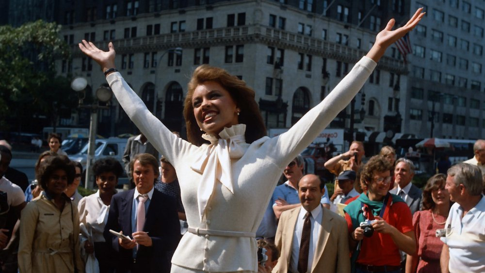 Vanessa Williams posant pour les journalistes en 1983