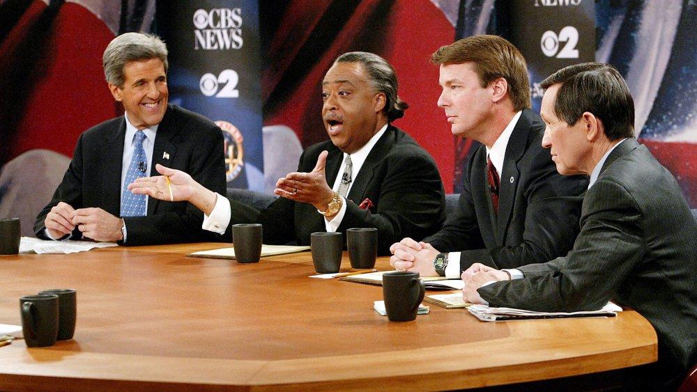 John Kerry, le révérend Al Sharpton, Denis Kucinich, John Edwards participant à un débat primaire démocratique