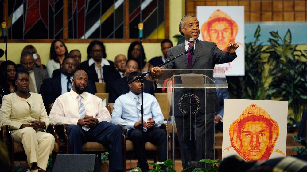 Al Sharpton s'exprimant lors d'un rassemblement à l'église West Los Angeles en Christ pour les deux ans de la mort de Trayvon Martin