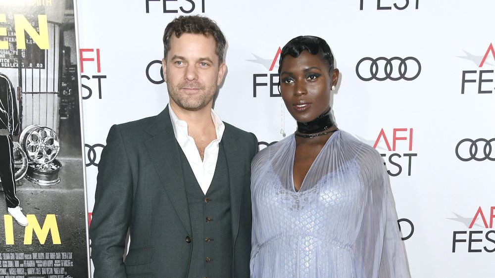 Joshua Jackson, Jodie Turner-Smith posant ensemble sur le tapis rouge