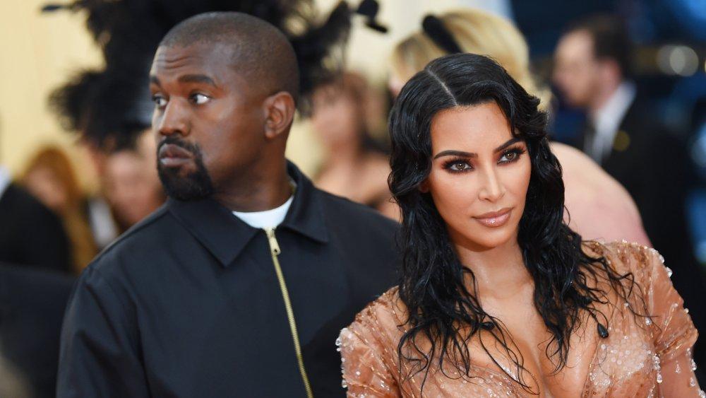 Kanye West et Kim Kardashian West regardant dans des directions différentes au gala du Met 2019