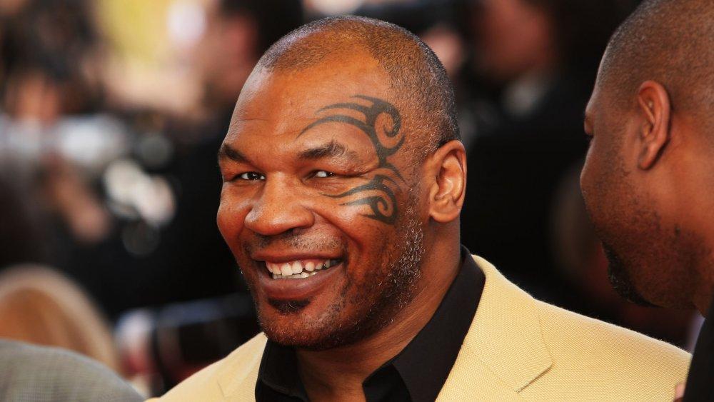 Mike Tyson souriant à la caméra