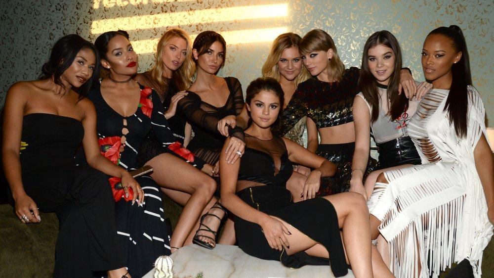 Martha Hunt, Lily Aldridge, Selena Gomez, Taylor Swift, Hailee Steinfeld, Serayah McNeill dans les coulisses des MTV VMA 2015