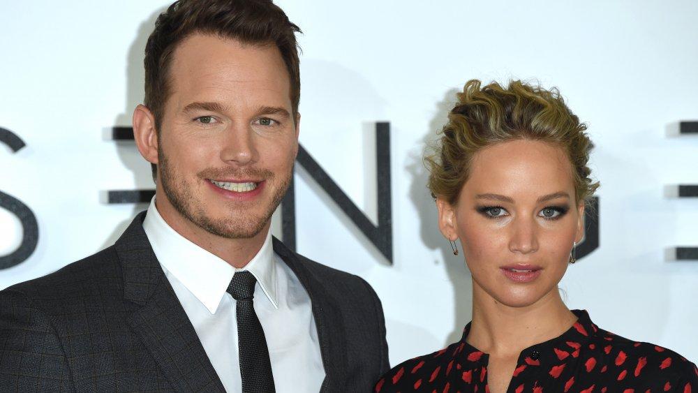 Chris Pratt et Jennifer Lawrence lors d'un photocall pour les passagers