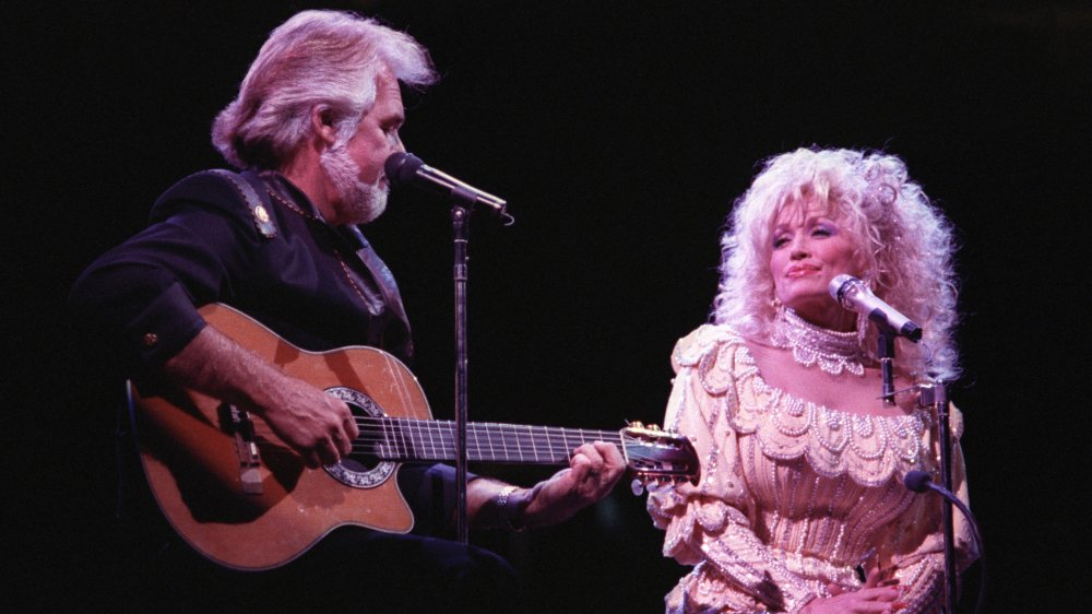 Kenny Rogers, Dolly Parton effectuant en 1990 à 44 ans