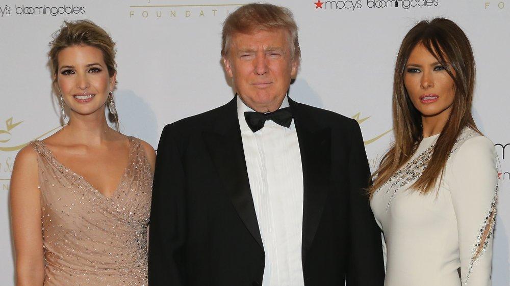 Ivanka Trump, Donald Trump, Melania Trump sur le tapis rouge en 2012