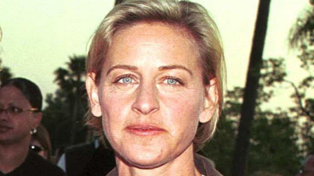 Ellen DeGeneres posant lors d'une première de film à la fin des années 90
