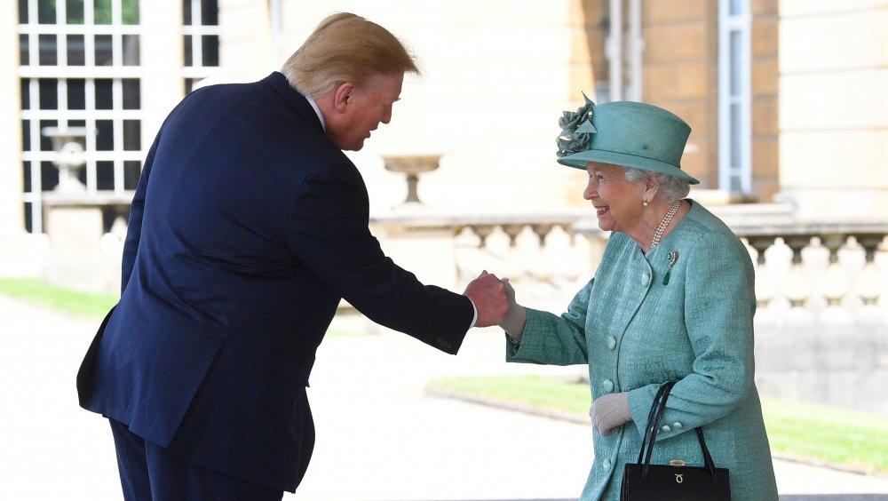 Trump et la reine 'fist bump'