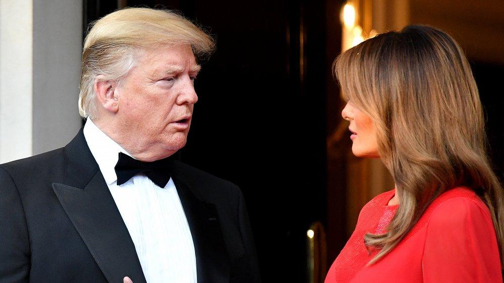 Donald et Melania Trump se regardent