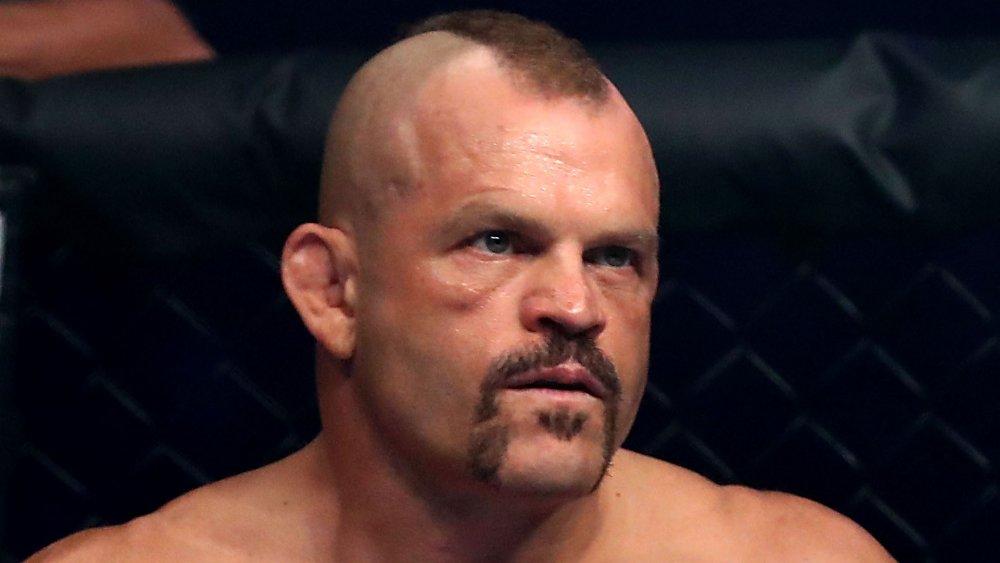 Chuck Liddell à la recherche sérieux au cours d'un combat MMA