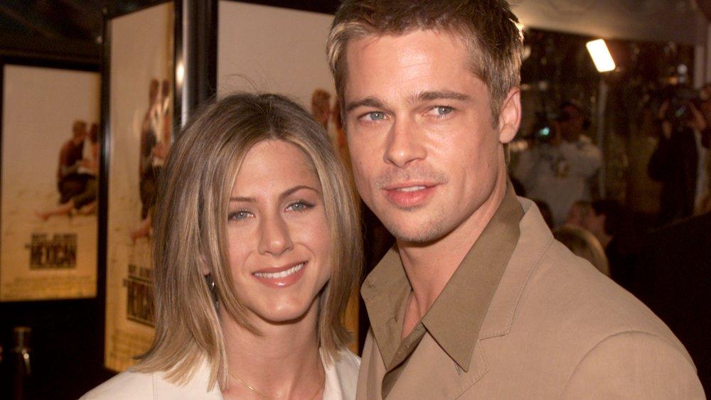 Jennifer Aniston et Brad Pitt posant ensemble à la première mexicaine