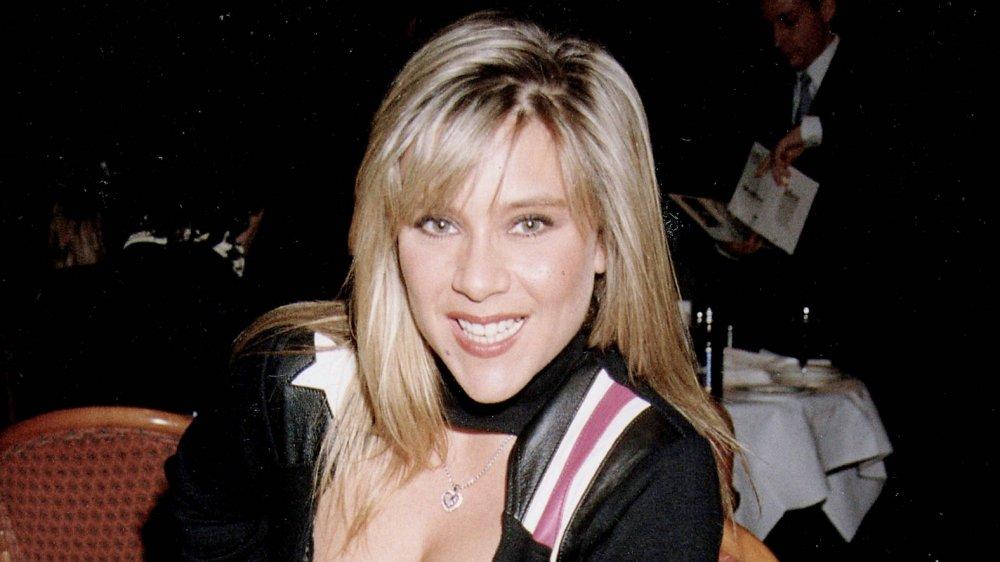 Samantha Fox souriant à un dîner dans les années 90