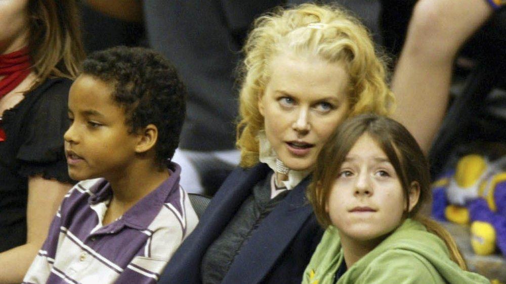 Nicole Kidman avec les enfants adoptés Connor et Isabella Cruise lors d'un événement sportif