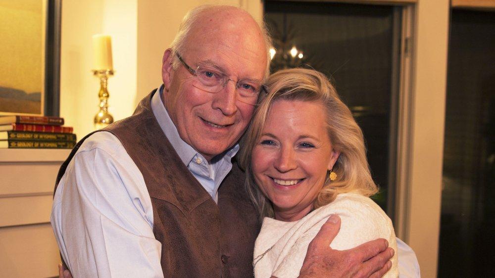 Dick Cheney et Liz Cheney après avoir remporté la primaire républicaine de 2016 au Congrès américain