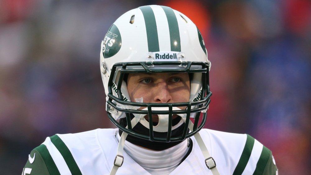 Tim Tebow cherche découragé tout en jouant pour les Jets de New York