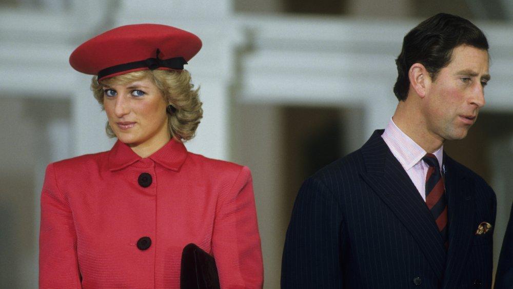 La princesse Diana et le prince Charles lors d'une cérémonie tenue en leur honneur en 1987