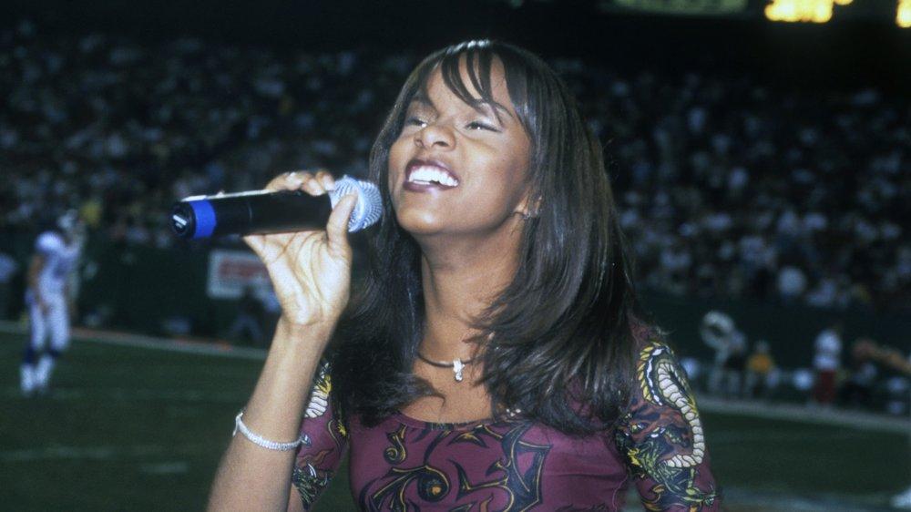 LeToya Luckett se produit avec Destiny's Child lors d'un match des Giants de New York et des Jets de New York en 1998