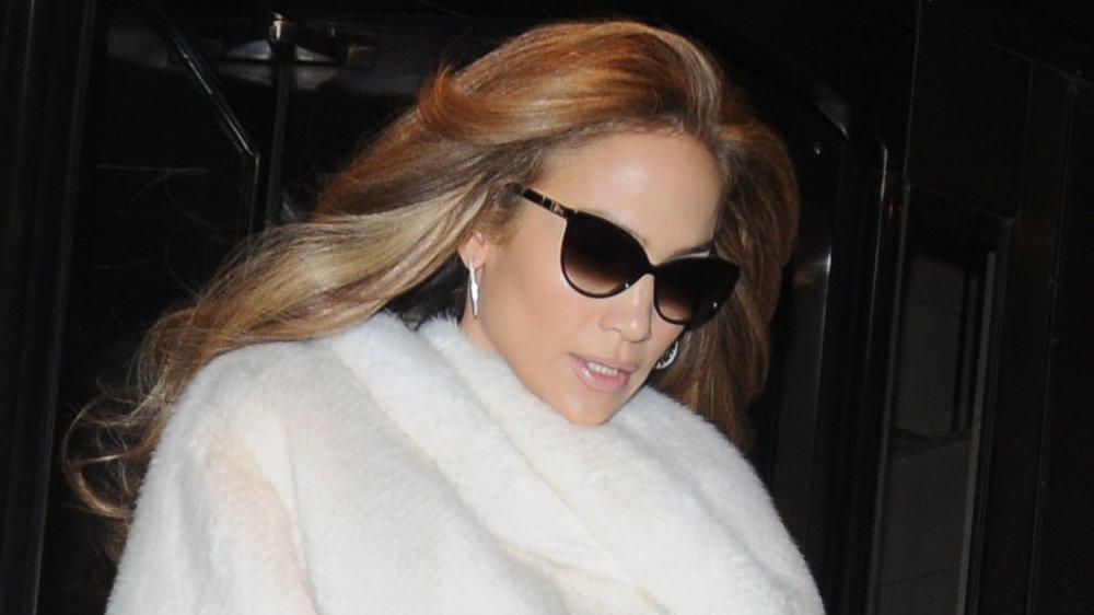Jennifer Lopez quitte son hôtel à New York