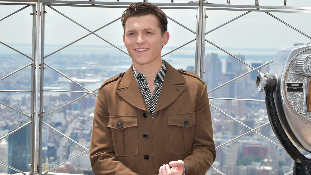 Tom Holland souriant au sommet de l'Empire State Building