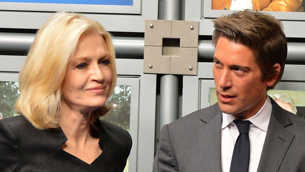 Diane Sawyer et David Muir lors d'une cérémonie d'inauguration alors que le siège d'ABC News est nommé The Barbara Walters Building