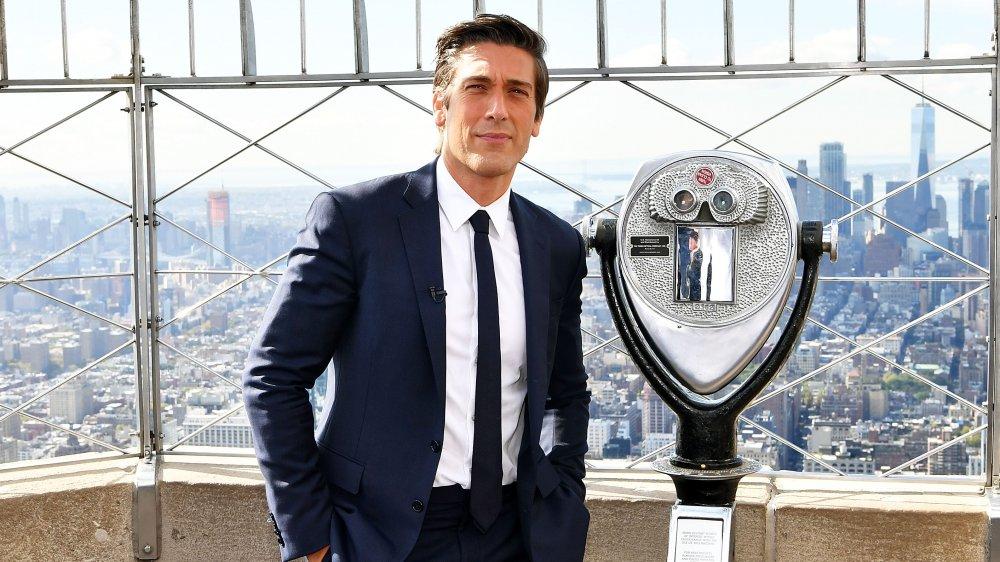 David Muir à l'Empire State Building pour célébrer la 40e saison de ABC 20/20