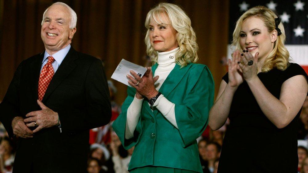 Le sénateur John McCain, Cindy McCain et Meghan McCain