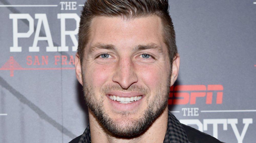 Tim Tebow souriant lors d'un événement ESPN