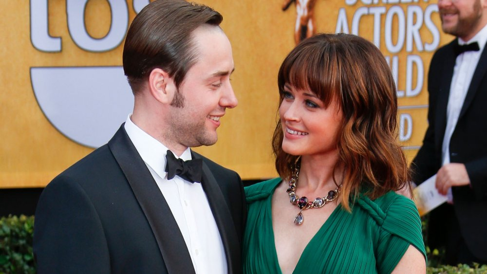 Vincent Kartheiser and Alexis Bledel looking at one another
