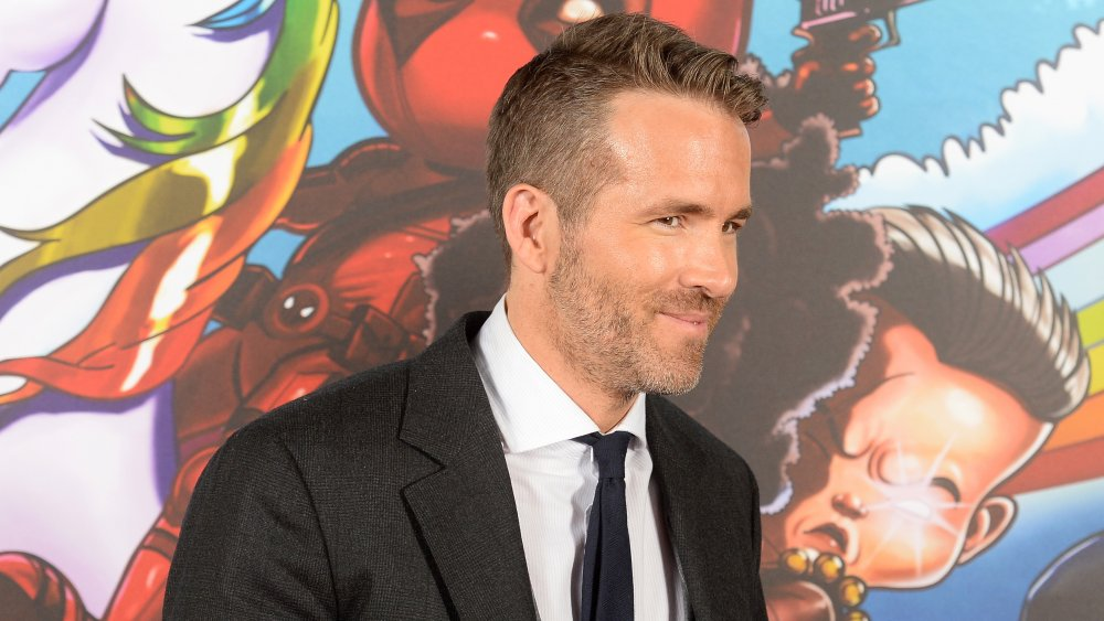 Ryan Reynolds avec un sourire narquois