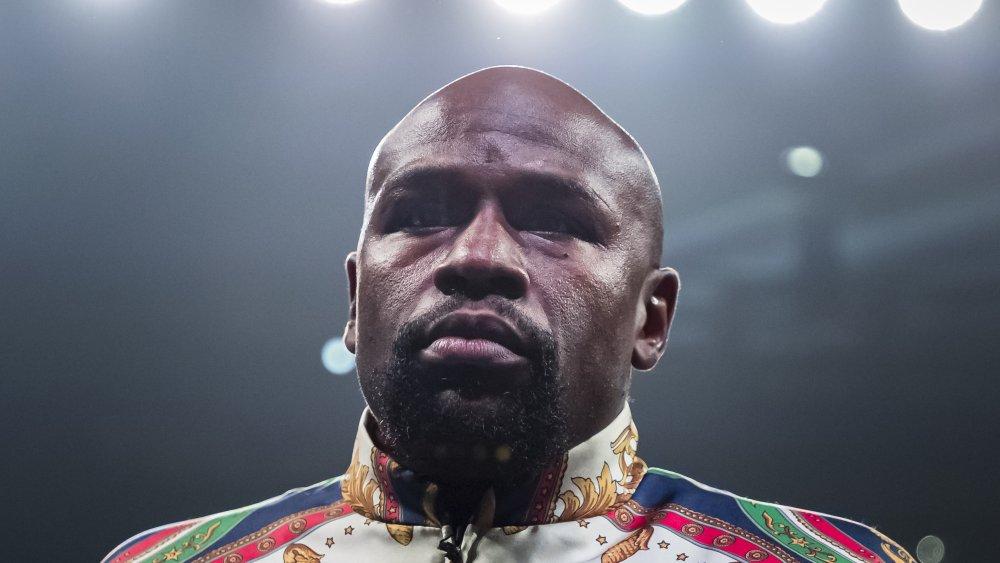 Floyd Mayweather au combat de championnat des super poids plume WBA en 2019