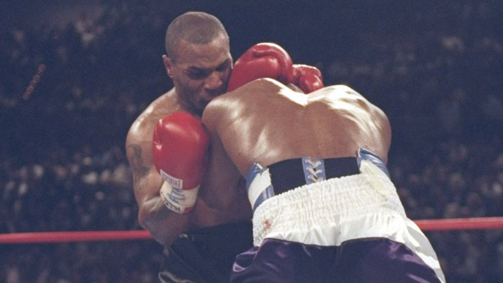 Mike Tyson mord l'oreille d'Evander Holyfield