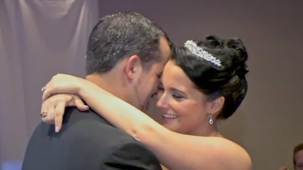 Chris et Shanann Watts dansent le jour de leur mariage, en vedette dans American Murder: The Family Next Door