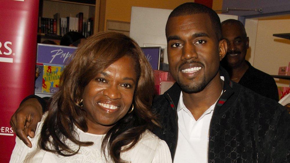 Kanye West et Donda West sourient en 2007