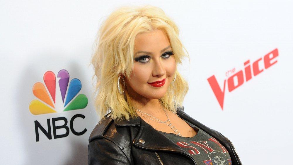 """Christina Aguilera sur le tapis rouge de la saison 8 de """"The Voice"""""""