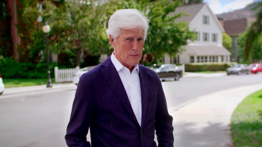 Keith Morrison marchant dehors pour une parodie de ligne de données sur The Ellen DeGeneres Show