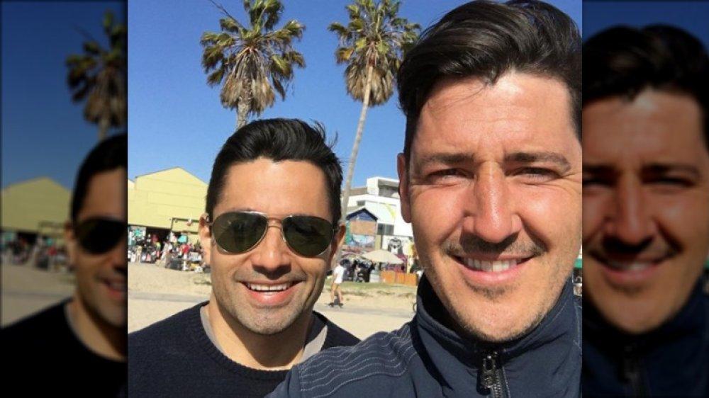 Harley Rodriguez et Jonathan Knight dans un selfie