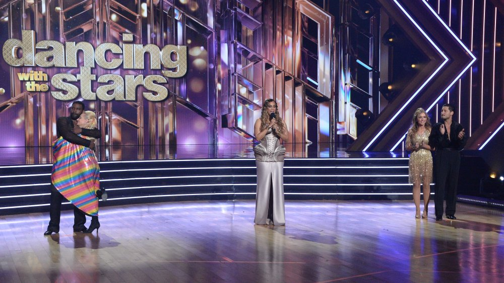 Keo Motsepe, Anne Heche, Tyra Banks, Monica Aldama et Val Chmerkovskiy dans Dancing With the Stars