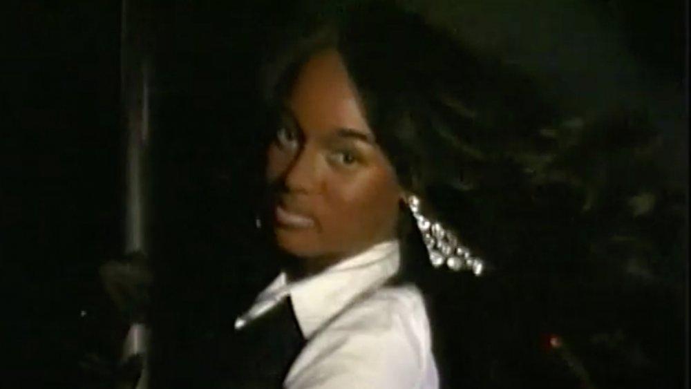 Tyra Banks revêt un teint plus foncé