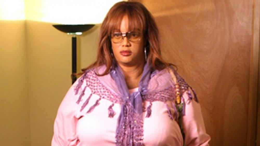 Tyra Banks portant un gros costume
